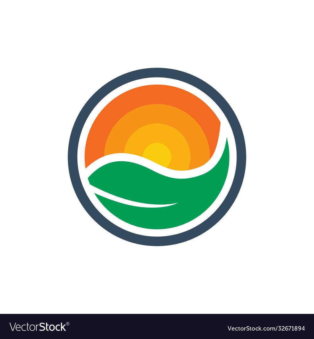 Natural natural green leaf logo