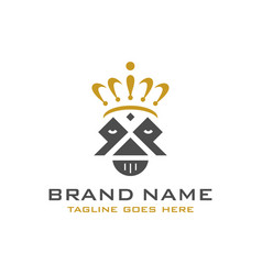 Logo king head and crown vector