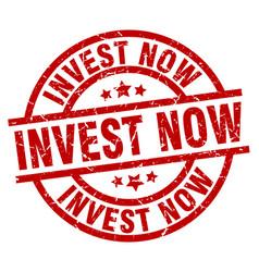 Invest now round red grunge stamp vector